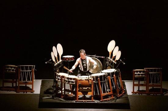 show-de-lujo-en-cuba-maestros-del-tambor-tradicional-japones