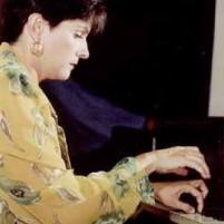 al-piano-como-solista-acompanante-y-profesora-marita-rodriguez