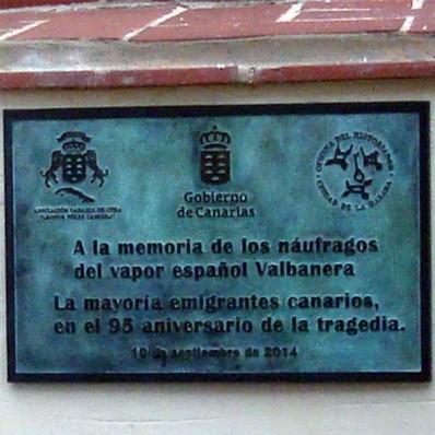 develan-placa-de-recordacion-a-los-desaparecidos-del-valbanera