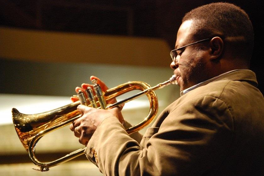 le-trompettiste-nord-americain-orbert-davis-lors-du-festival-international-jazz-plaza-2014