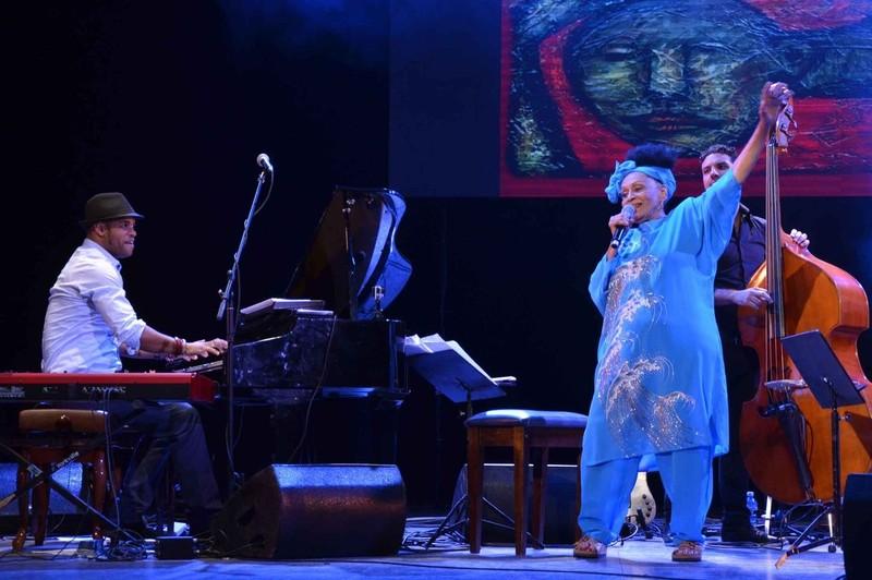 omara-y-roberto-fonseca-en-concierto-foto-yander-zamora-cubarte