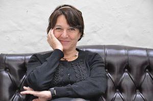 directora-argentina-vivi-tellas-en-el-cafe-teatro-bertolt-brecht