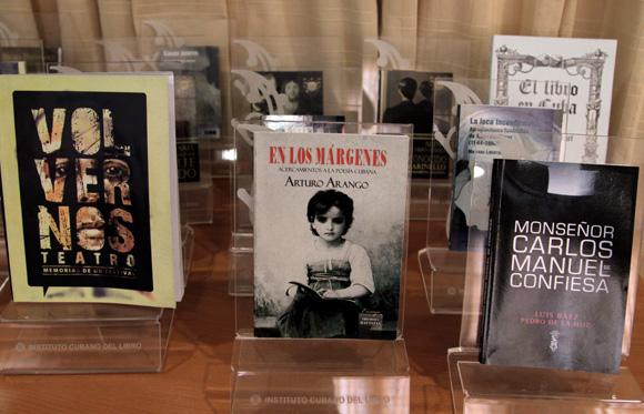 otorgan-premios-del-arte-del-libro-raul-martinez-2014