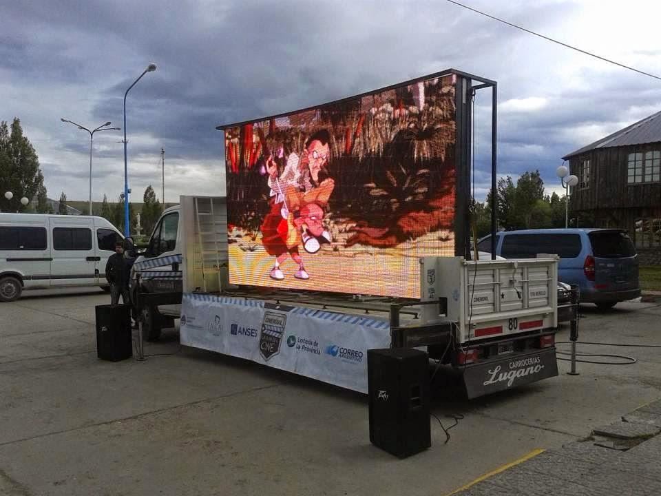 cine-movil-en-comunidades-de-los-municipios-habaneros-durante-el-verano