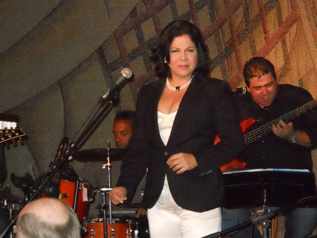 ivette-cepeda-y-el-grupo-reflexion-en-concierto