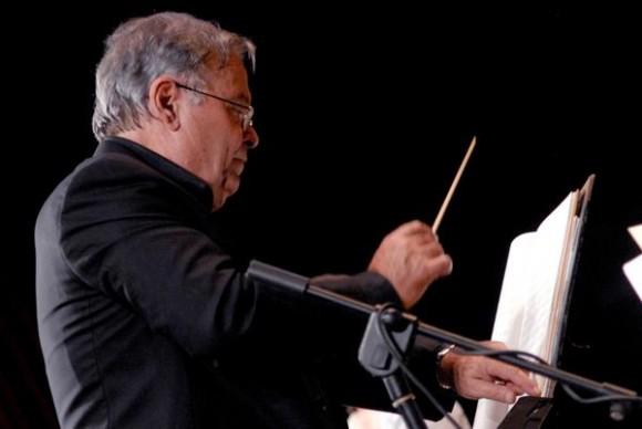 maestro-jose-maria-vitier-conducting-misa-cubana