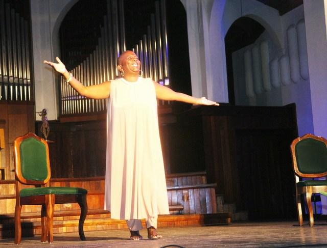 premio-nacional-de-teatro-2017-a-la-actriz-y-dramaturga-fatima-patterson