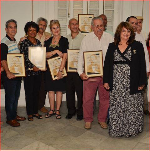 entregan-reconocimiento-martiano-crear-es-vencer-a-periodistas-cubanos
