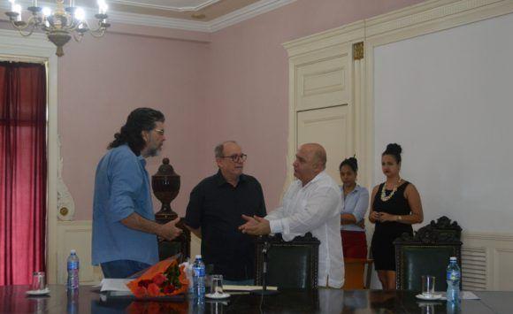 recibe-silvio-rodriguez-titulo-honorifico-doctor-honoris-causa-en-arte