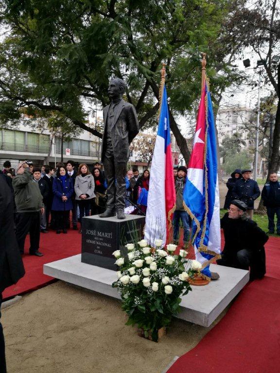 inauguran-en-santiago-de-chile-monumento-a-jose-marti