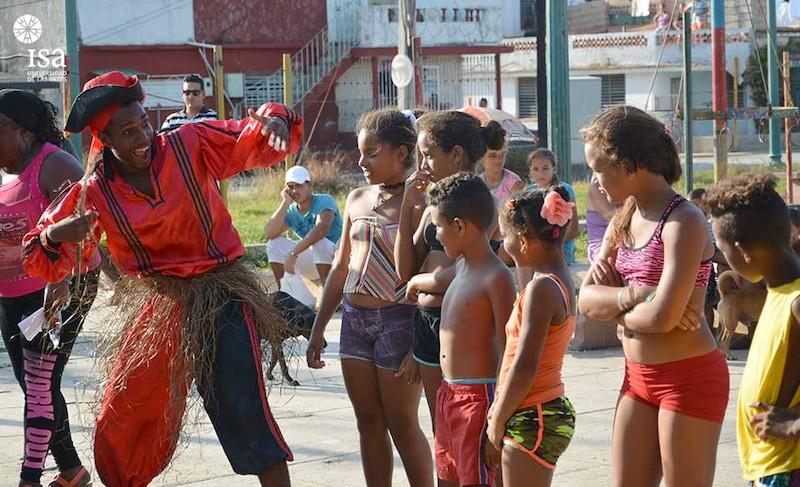 brigada-artistica-del-isa-actua-en-jaimanitas-poblado-severamente-afectado-por-irma