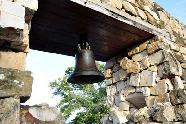 campana-del-antiguo-ingenio-la-demajagua