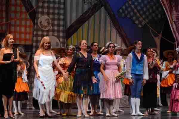 recibe-directora-del-ballet-de-camaguey-medalla-alejo-carpentier-por-yanais-vega-bacallao