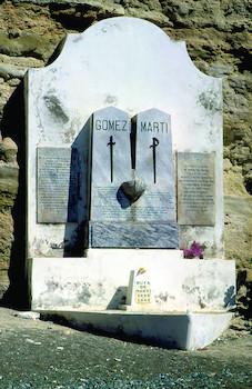 Monumento a Martí y Gómez en Playitas