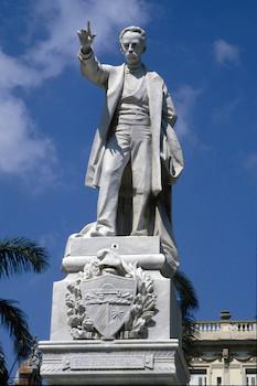 Martí. Monumento parque central.