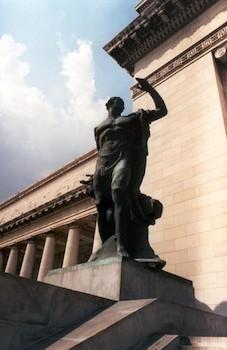 Estatua de bronce,Capitolio Nacional de Cuba.