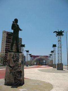 Escultura del Héroe Nacional de Cuba enfrentada a Embajada de Estados Unidos.