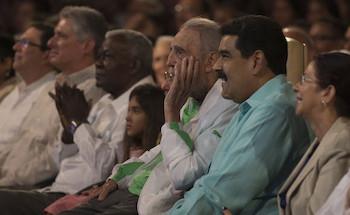 Fidel Castro, Raúl Castro y Nicolás Maduro en la presentación por el 90 cumpleaños del comandante.