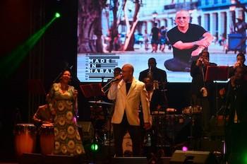 Issac Delgado presentando su disco Made in Habana.