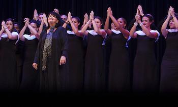 Mtra. Digna Guerra y Coro Nacional de Cuba celebran los 55 años de la UNEAC.
