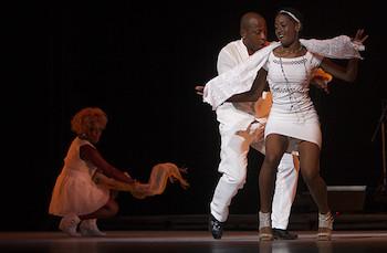Yoruba Andabo interpretó RUMBA LIBRE en Gala por los 55 años de la UNEAC.
