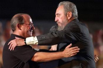silvio-rodriguez-condolences-to-universe-over-fidel-castros-death