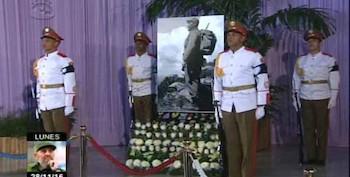 le-peuple-de-la-capitale-rend-hommage-au-leader-de-la-revolution