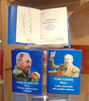 el-museo-de-libros-en-miniatura-situado-en-baku-la-capital-de-azerbaiyan-dedica-su-muestra-semestral-al-lider-historico-de-la-revolucion-cubana-fidel-castro-ruz