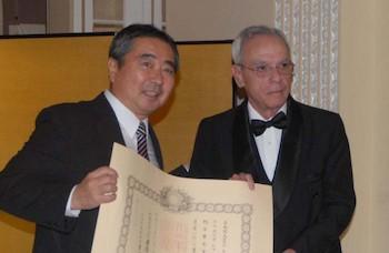japon-distingue-a-eusebio-leal-con-la-orden-del-sol-naciente-estrella-de-oro-y-plata
