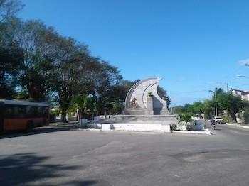 plaza-civica-josemarti-marianao-1955-escultor-arnold-serru