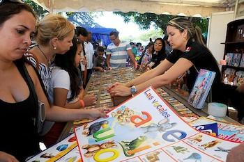 la-litterature-pour-enfants-est-lune-des-plus-demandee-a-la-foire-photo-juvenal-balan