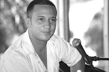 le-jeune-directeur-maykel-blanco-defend-le-son-cubain-photo-roberto-bello