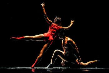 acosta-danzailumino-la-escena-en-este-septiembre-por-toni-pinera