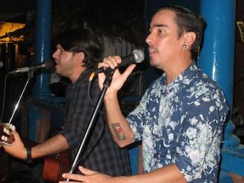 mauricio-figueiral-y-adrian-berazain-miembros-de-las-brigadas-artisticas-en-villa-clara