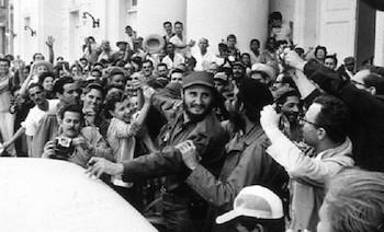 Fidel Castro arriba triunfante junto a combatientes de la Revolución cubana (La Habana, 8 de enero de 1959).