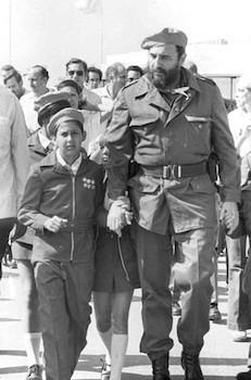 Fidel Castro comparte con pioneros en Campamento Pioneril de Tarará