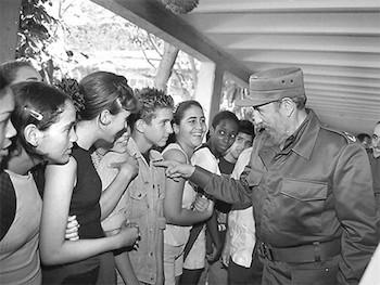 El Comandante Fidel Castro dialogando con la juventud cubana