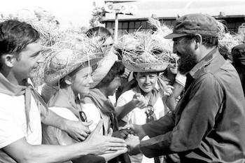 Fidel Castro con los pioneros