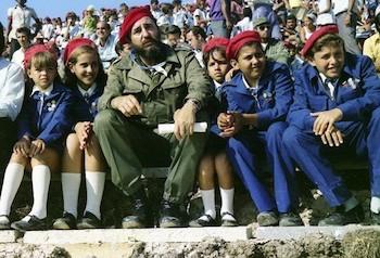 """Fidel Castro durante inauguración del Campamento de Pioneros """"José Martí"""" en Tarará (La Habana, 20 de julio de 1975)"""