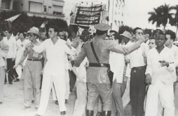 El joven Fidel en manifestación como estudiante universitario